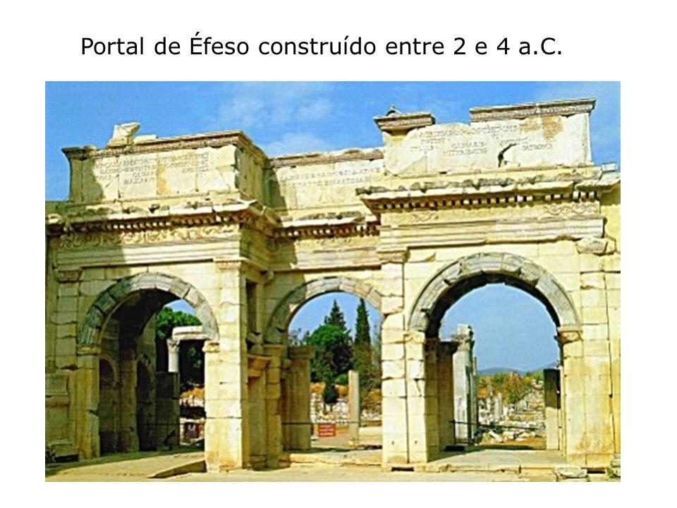 Portal de Éfeso construído entre 2 e 4 a.C.
