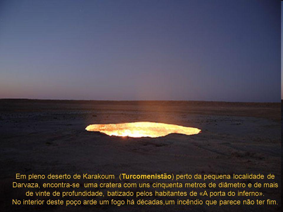 Em pleno deserto de Karakoum (Turcomenistão) perto da pequena localidade de Darvaza, encontra-se uma cratera com uns cinquenta metros de diâmetro e de mais de vinte de profundidade, batizado pelos habitantes de «A porta do inferno».
