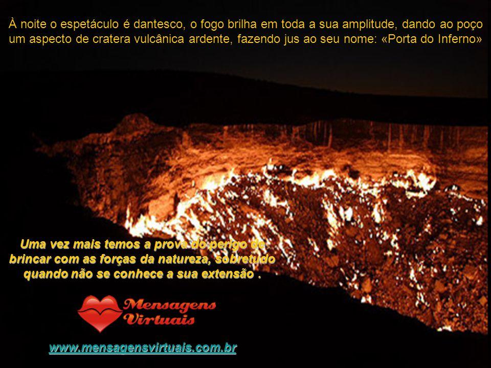 À noite o espetáculo é dantesco, o fogo brilha em toda a sua amplitude, dando ao poço um aspecto de cratera vulcânica ardente, fazendo jus ao seu nome: «Porta do Inferno»