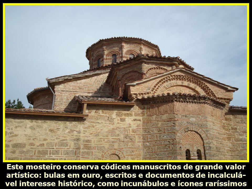 Este mosteiro conserva códices manuscritos de grande valor artístico: bulas em ouro, escritos e documentos de incalculá-vel interesse histórico, como incunábulos e ícones raríssimos