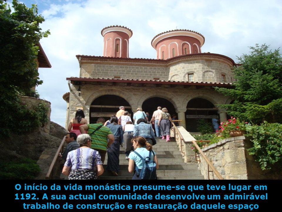 O início da vida monástica presume-se que teve lugar em 1192
