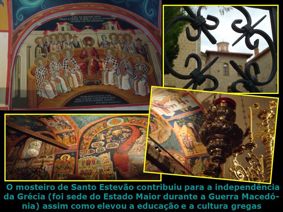 O mosteiro de Santo Estevão contribuiu para a independência da Grécia (foi sede do Estado Maior durante a Guerra Macedó- nia) assim como elevou a educação e a cultura gregas