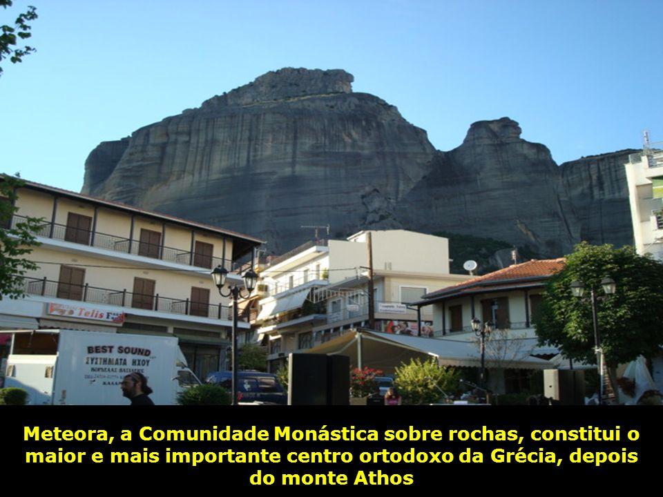 Meteora, a Comunidade Monástica sobre rochas, constitui o maior e mais importante centro ortodoxo da Grécia, depois do monte Athos