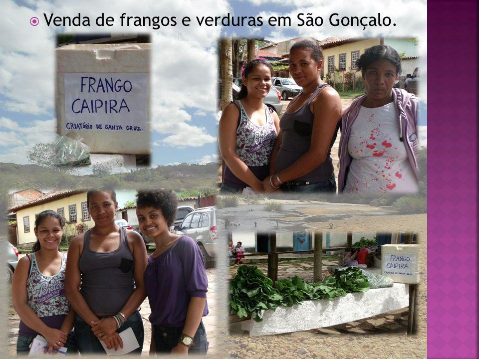 Venda de frangos e verduras em São Gonçalo.