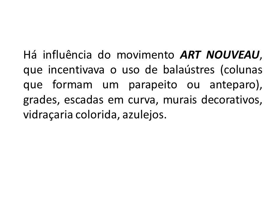 Há influência do movimento ART NOUVEAU, que incentivava o uso de balaústres (colunas que formam um parapeito ou anteparo), grades, escadas em curva, murais decorativos, vidraçaria colorida, azulejos.