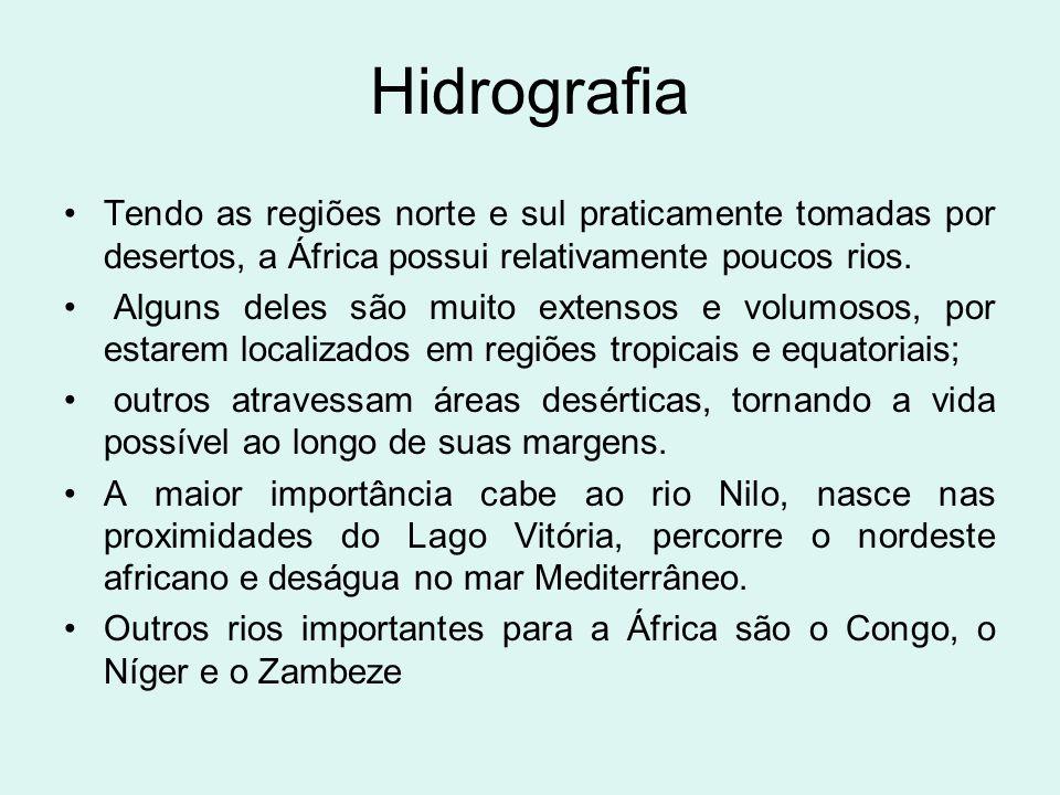 Hidrografia Tendo as regiões norte e sul praticamente tomadas por desertos, a África possui relativamente poucos rios.