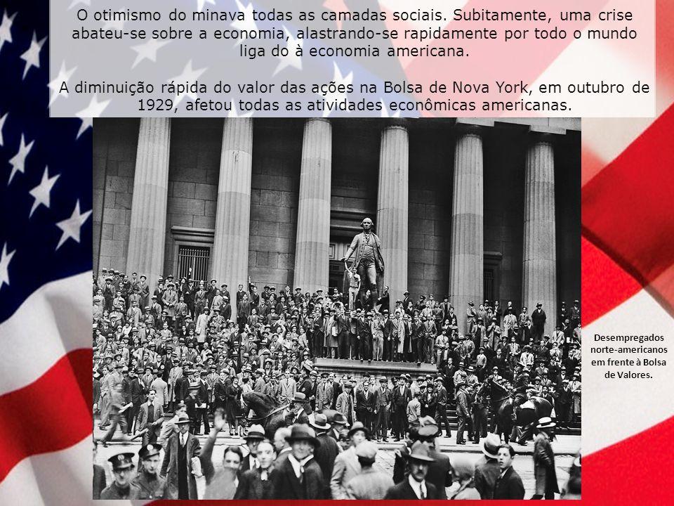 Desempregados norte-americanos em frente à Bolsa de Valores.