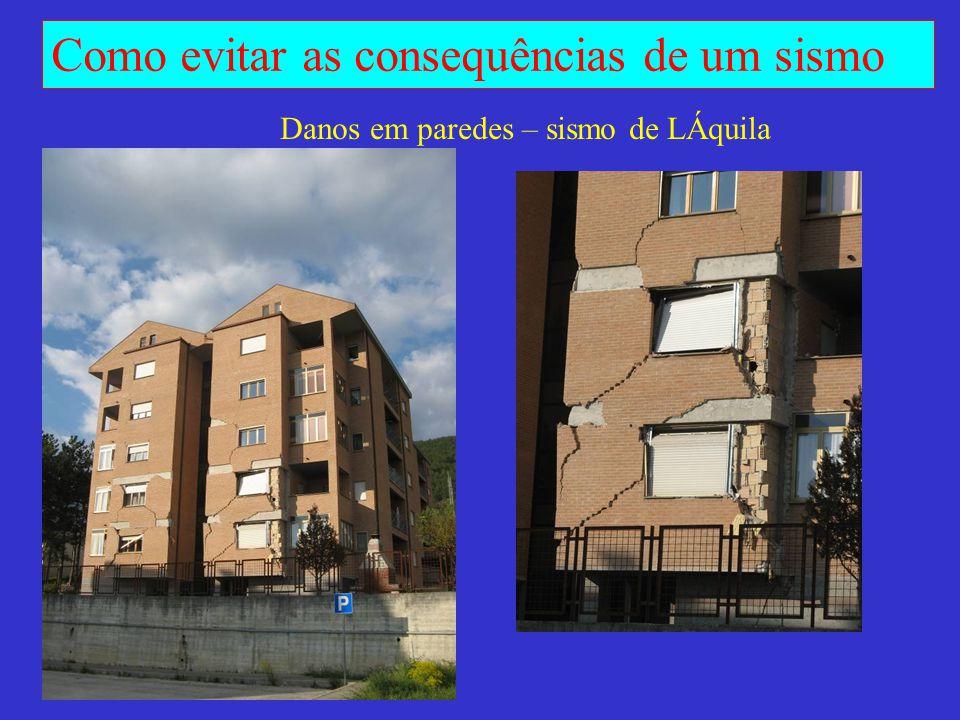 Danos em paredes – sismo de LÁquila