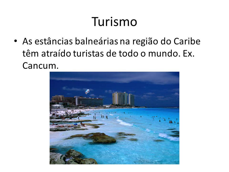 Turismo As estâncias balneárias na região do Caribe têm atraído turistas de todo o mundo.
