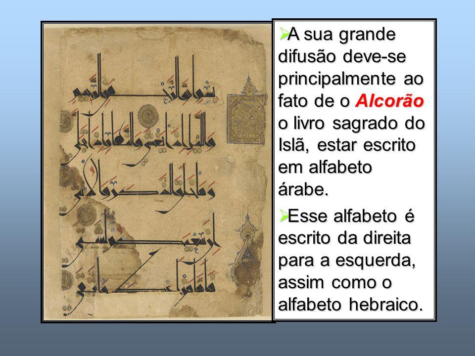 A sua grande difusão deve-se principalmente ao fato de o Alcorão o livro sagrado do Islã, estar escrito em alfabeto árabe.