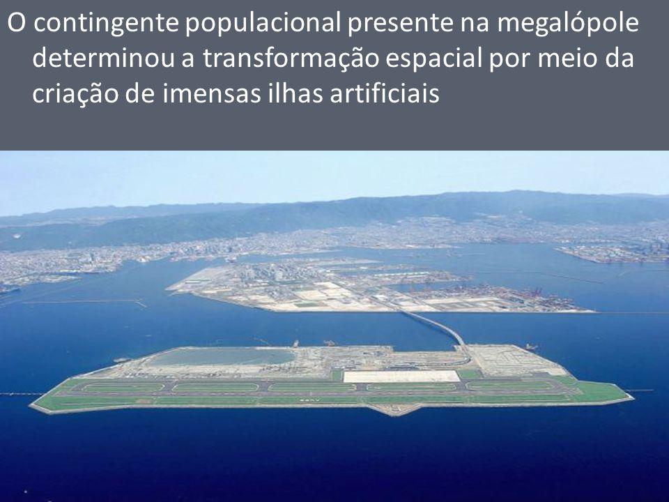O contingente populacional presente na megalópole determinou a transformação espacial por meio da criação de imensas ilhas artificiais