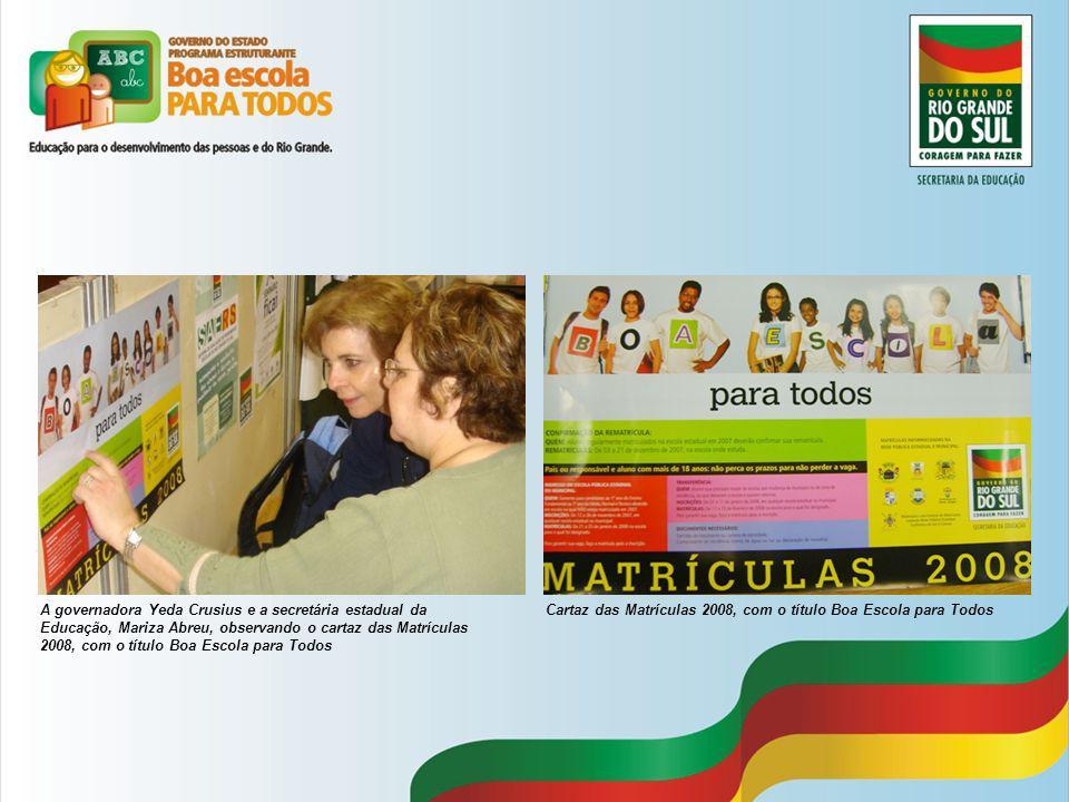 A governadora Yeda Crusius e a secretária estadual da Educação, Mariza Abreu, observando o cartaz das Matrículas 2008, com o título Boa Escola para Todos