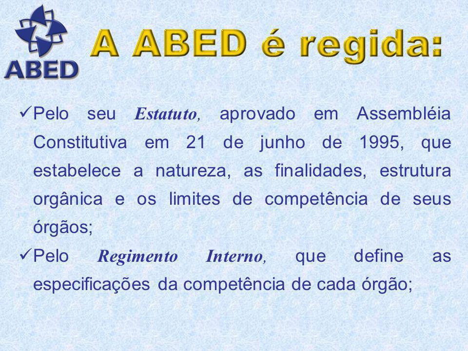 Pelo seu Estatuto, aprovado em Assembléia Constitutiva em 21 de junho de 1995, que estabelece a natureza, as finalidades, estrutura orgânica e os limites de competência de seus órgãos;