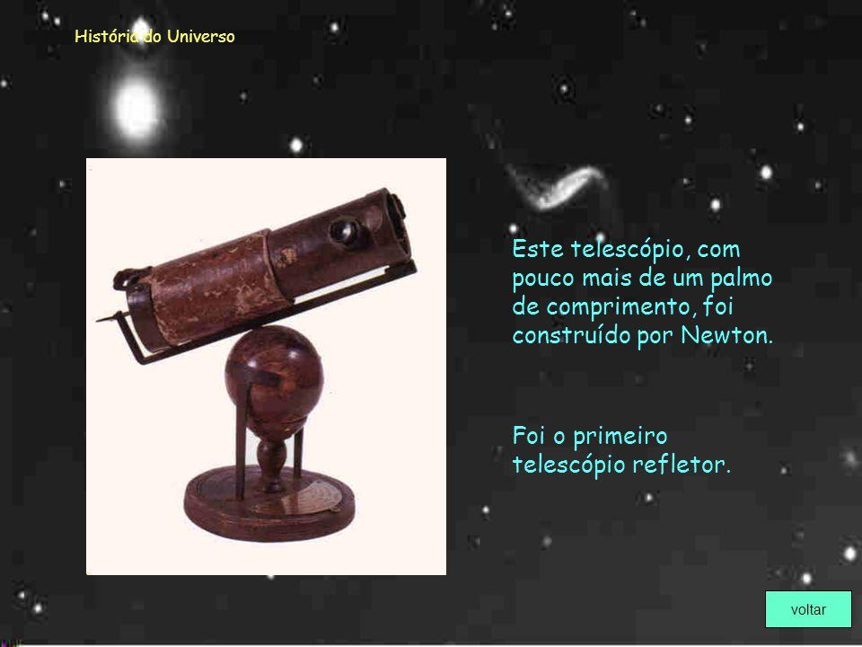 Foi o primeiro telescópio refletor.