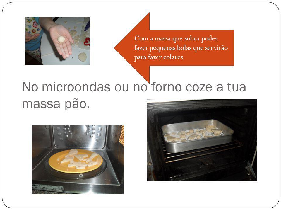 No microondas ou no forno coze a tua massa pão.