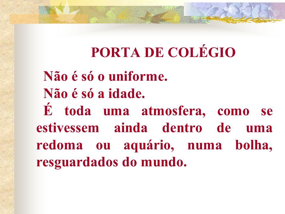 PORTA DE COLÉGIO Não é só o uniforme. Não é só a idade.