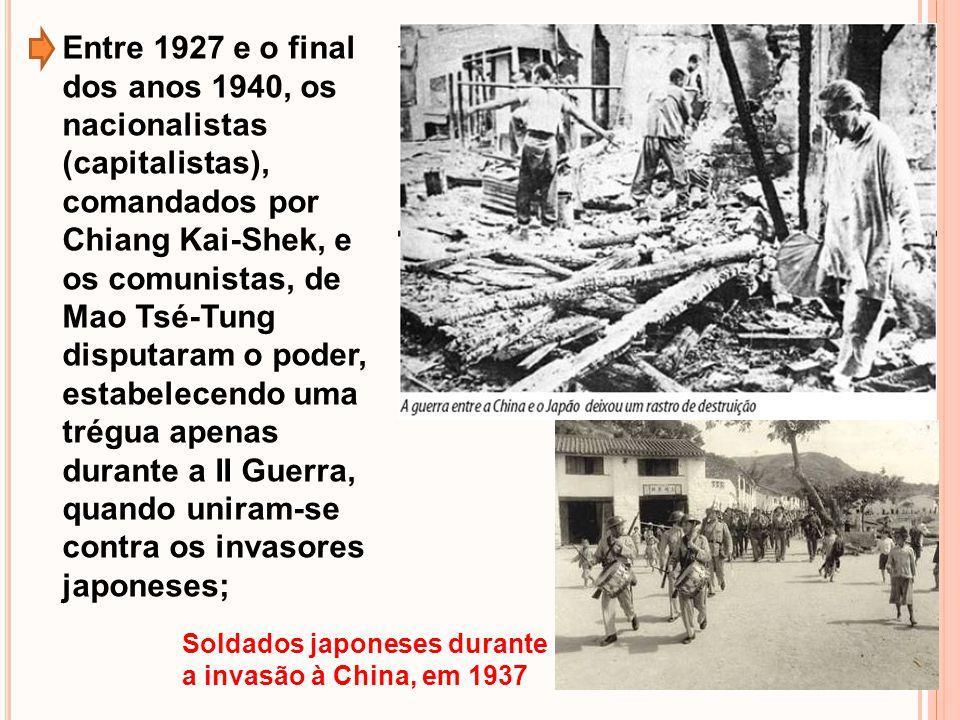 Entre 1927 e o final dos anos 1940, os nacionalistas (capitalistas), comandados por Chiang Kai-Shek, e os comunistas, de Mao Tsé-Tung disputaram o poder, estabelecendo uma trégua apenas durante a II Guerra, quando uniram-se contra os invasores japoneses;