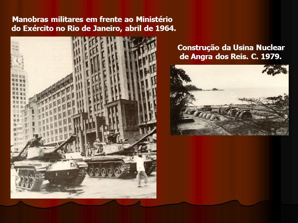 Manobras militares em frente ao Ministério