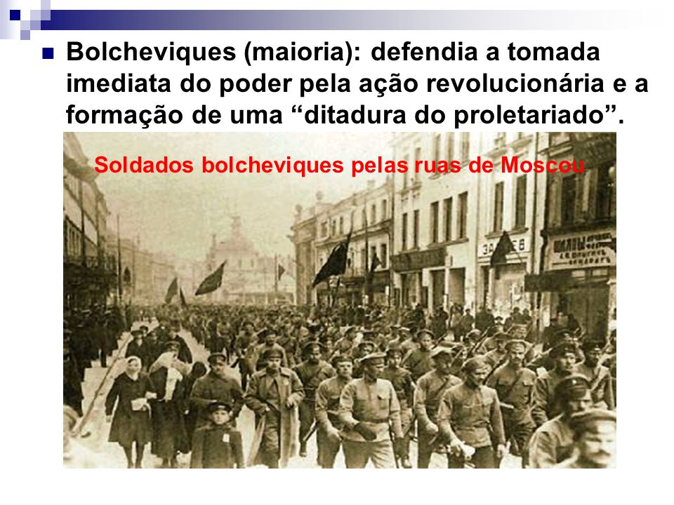 Soldados bolcheviques pelas ruas de Moscou