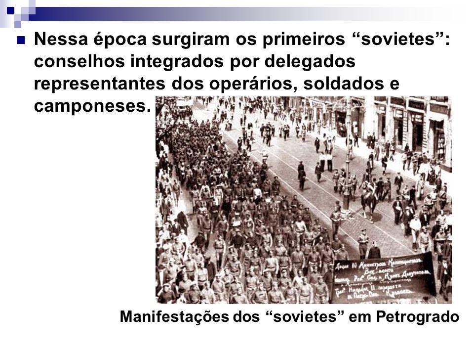 Nessa época surgiram os primeiros sovietes : conselhos integrados por delegados representantes dos operários, soldados e camponeses.