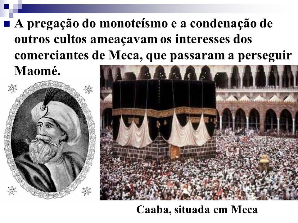 A pregação do monoteísmo e a condenação de outros cultos ameaçavam os interesses dos comerciantes de Meca, que passaram a perseguir Maomé.