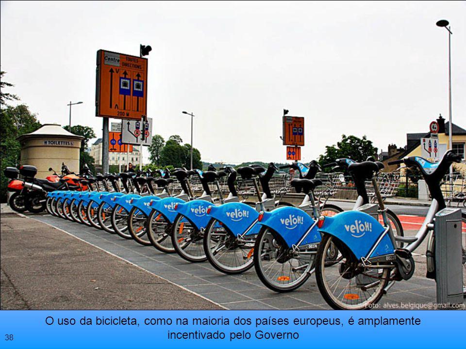 O uso da bicicleta, como na maioria dos países europeus, é amplamente incentivado pelo Governo