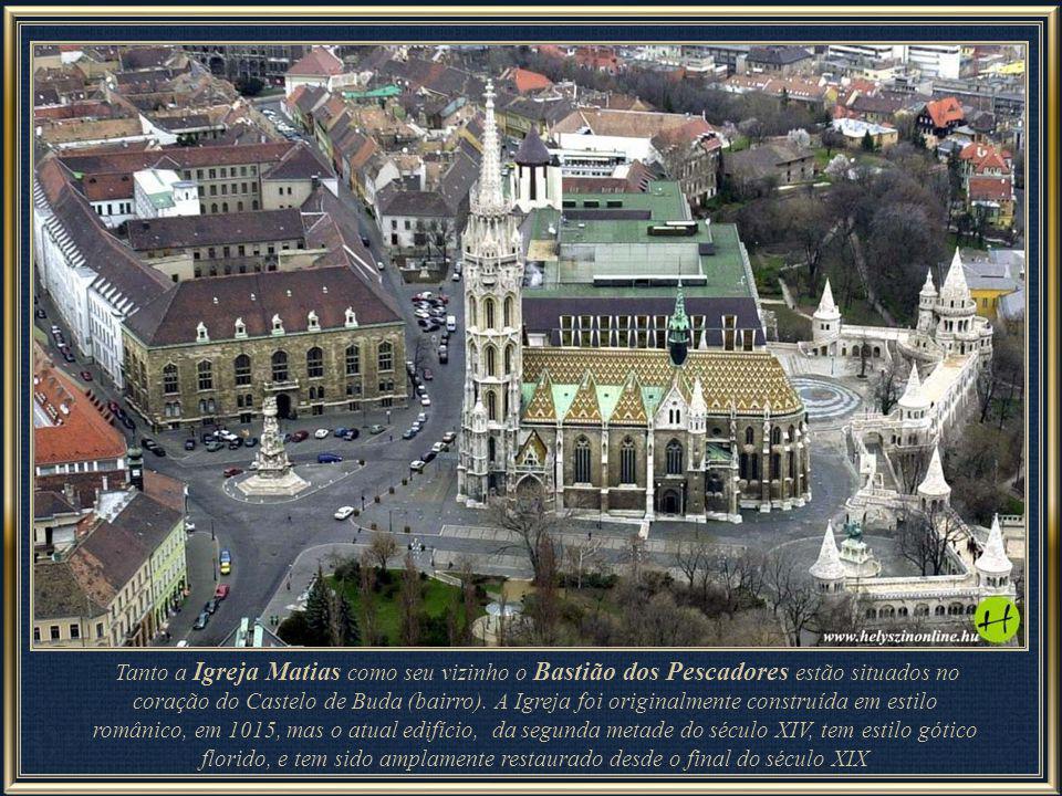 Tanto a Igreja Matias como seu vizinho o Bastião dos Pescadores estão situados no coração do Castelo de Buda (bairro).