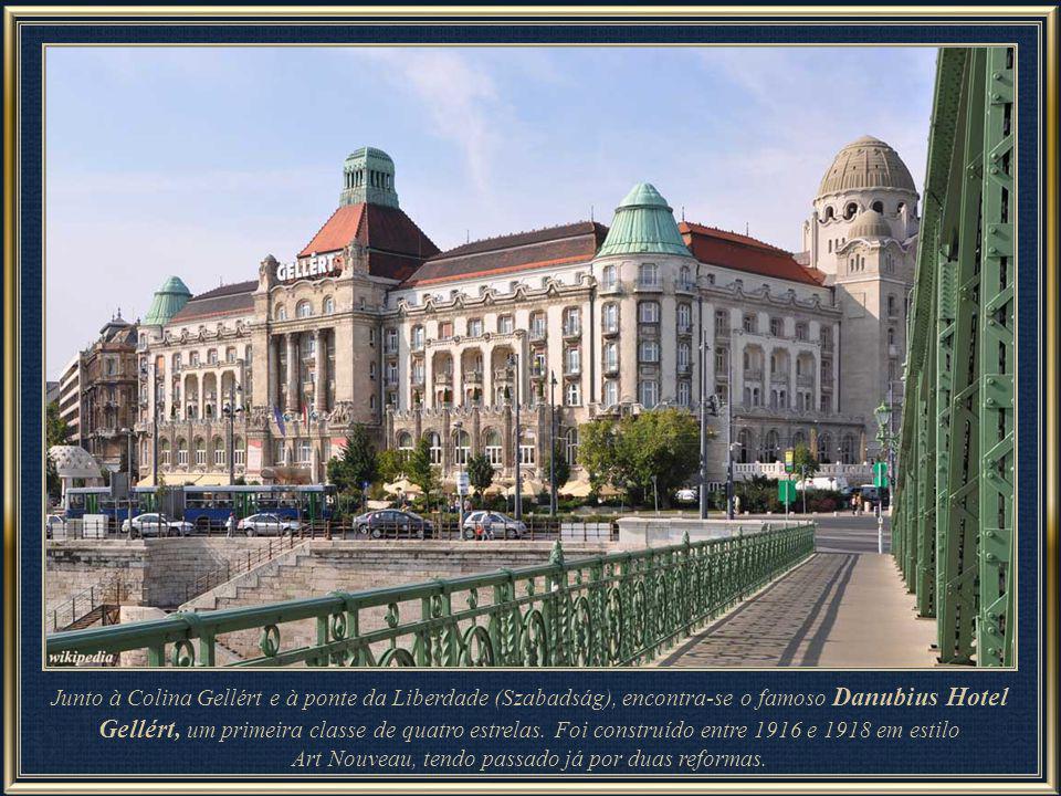 Junto à Colina Gellért e à ponte da Liberdade (Szabadság), encontra-se o famoso Danubius Hotel Gellért, um primeira classe de quatro estrelas.