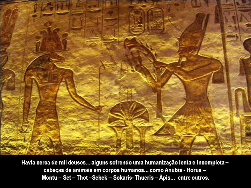 cabeças de animais em corpos humanos... como Anúbis - Horus –