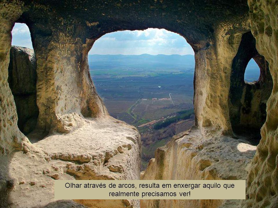Olhar através de arcos, resulta em enxergar aquilo que realmente precisamos ver!