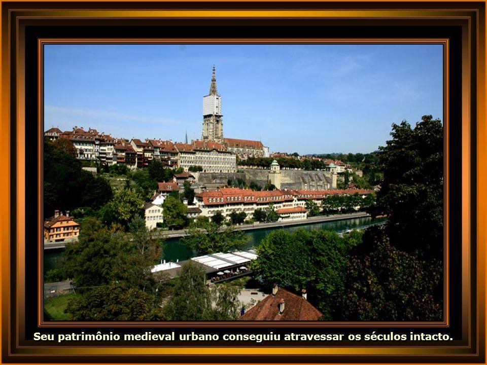 IMG_3744 - SUÍÇA - BERN-680.jpg Seu patrimônio medieval urbano conseguiu atravessar os séculos intacto.