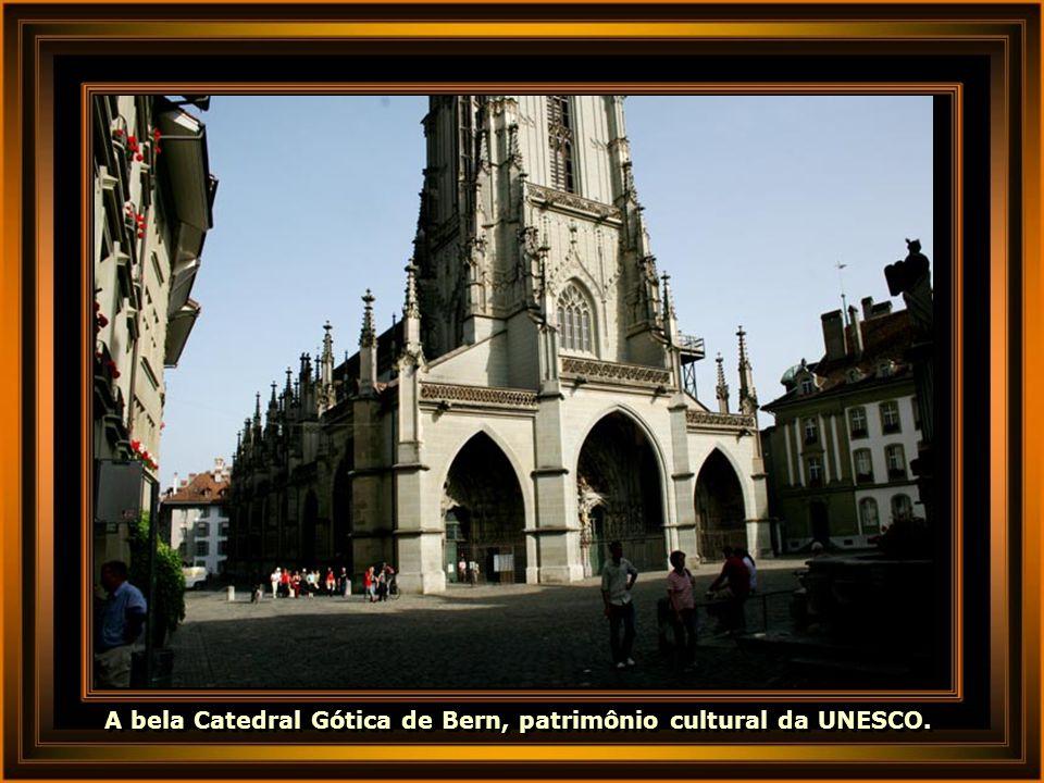 A bela Catedral Gótica de Bern, patrimônio cultural da UNESCO.