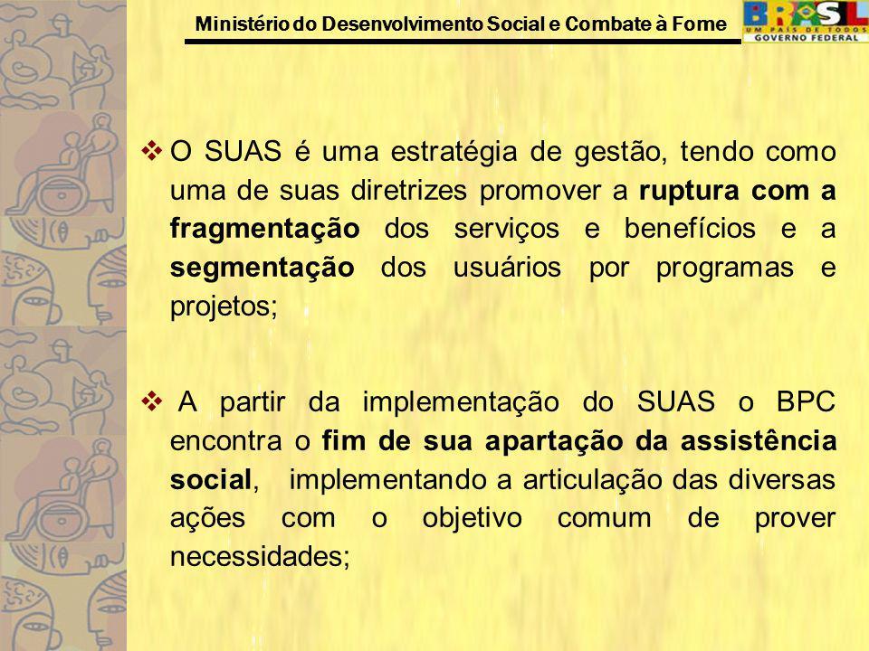 O SUAS é uma estratégia de gestão, tendo como uma de suas diretrizes promover a ruptura com a fragmentação dos serviços e benefícios e a segmentação dos usuários por programas e projetos;