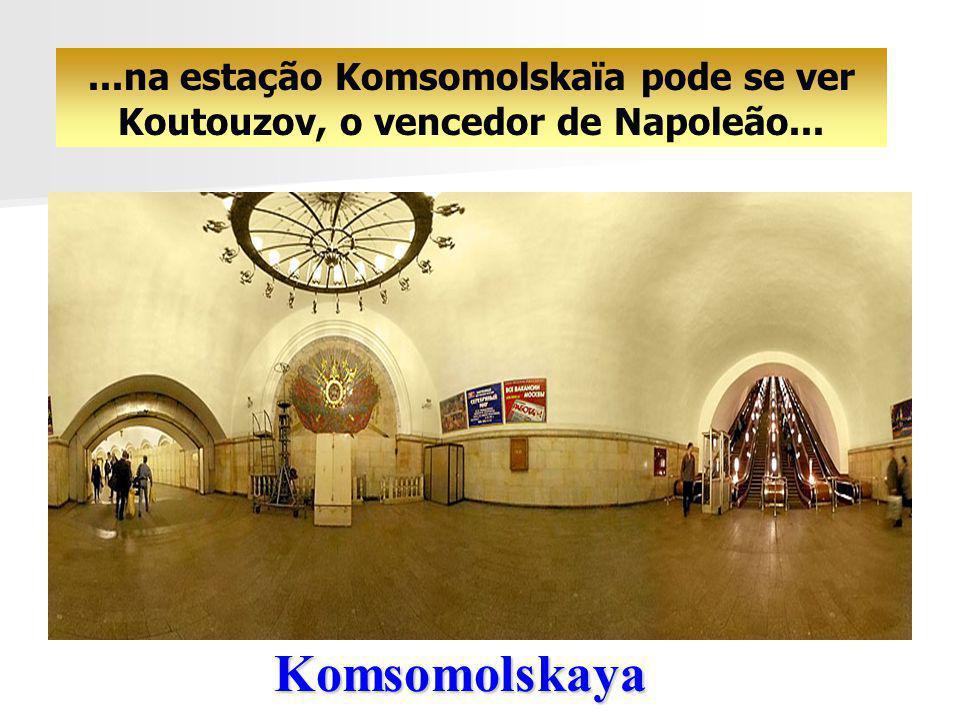 ...na estação Komsomolskaïa pode se ver Koutouzov, o vencedor de Napoleão...
