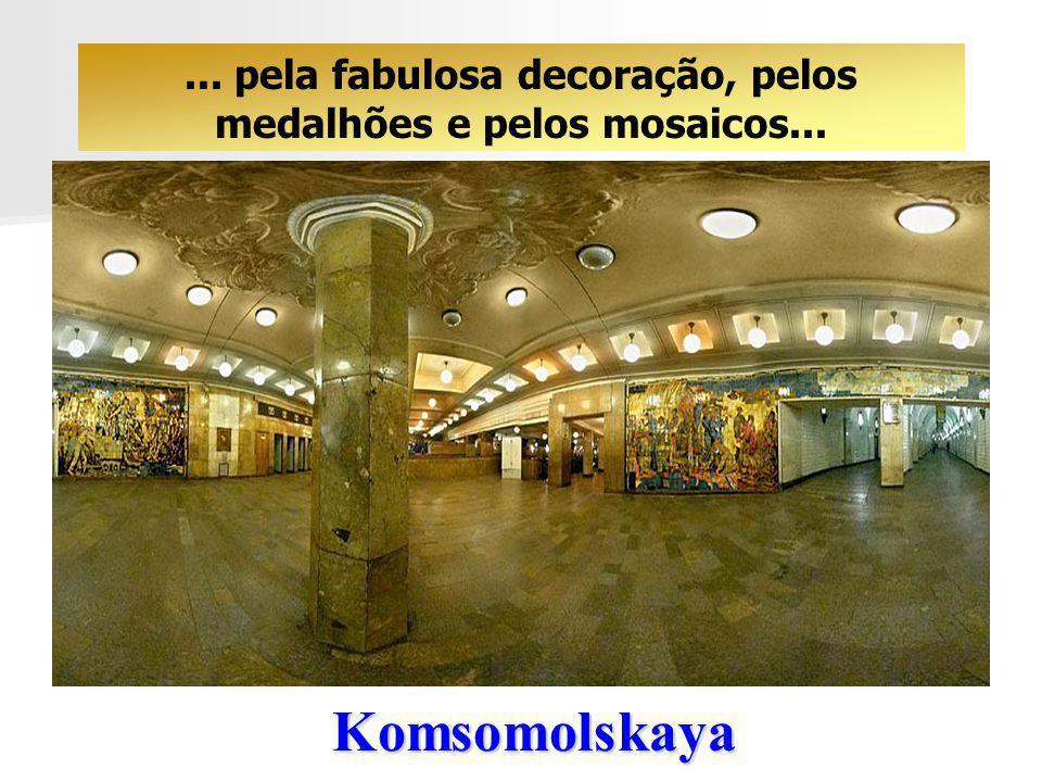 ... pela fabulosa decoração, pelos medalhões e pelos mosaicos...