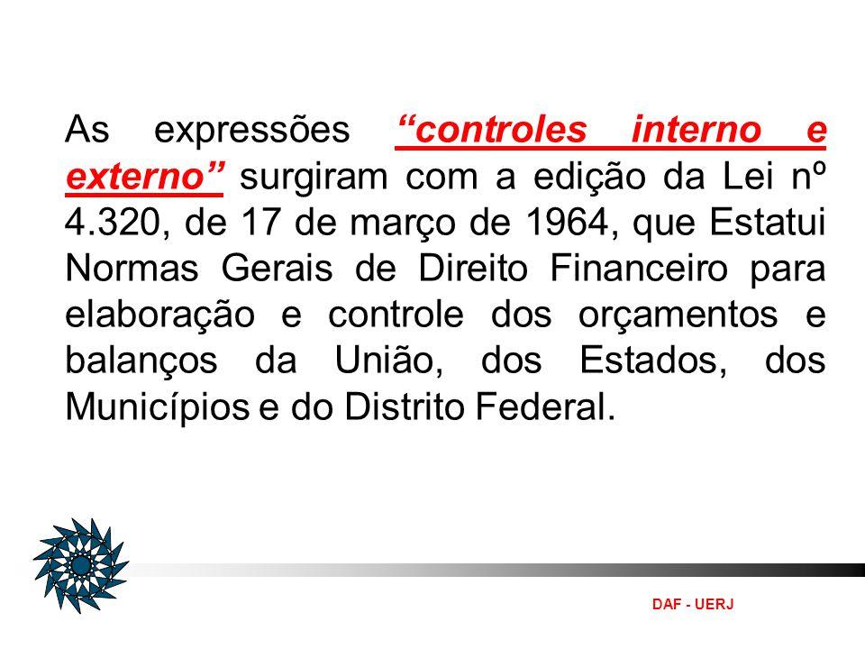 As expressões controles interno e externo surgiram com a edição da Lei nº 4.320, de 17 de março de 1964, que Estatui Normas Gerais de Direito Financeiro para elaboração e controle dos orçamentos e balanços da União, dos Estados, dos Municípios e do Distrito Federal.