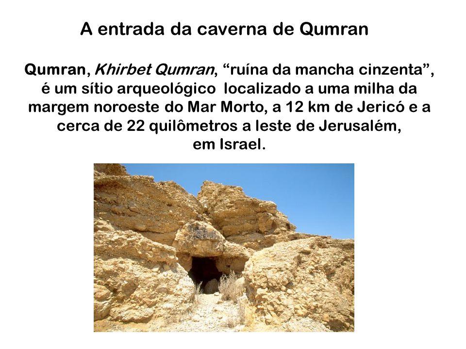 A entrada da caverna de Qumran