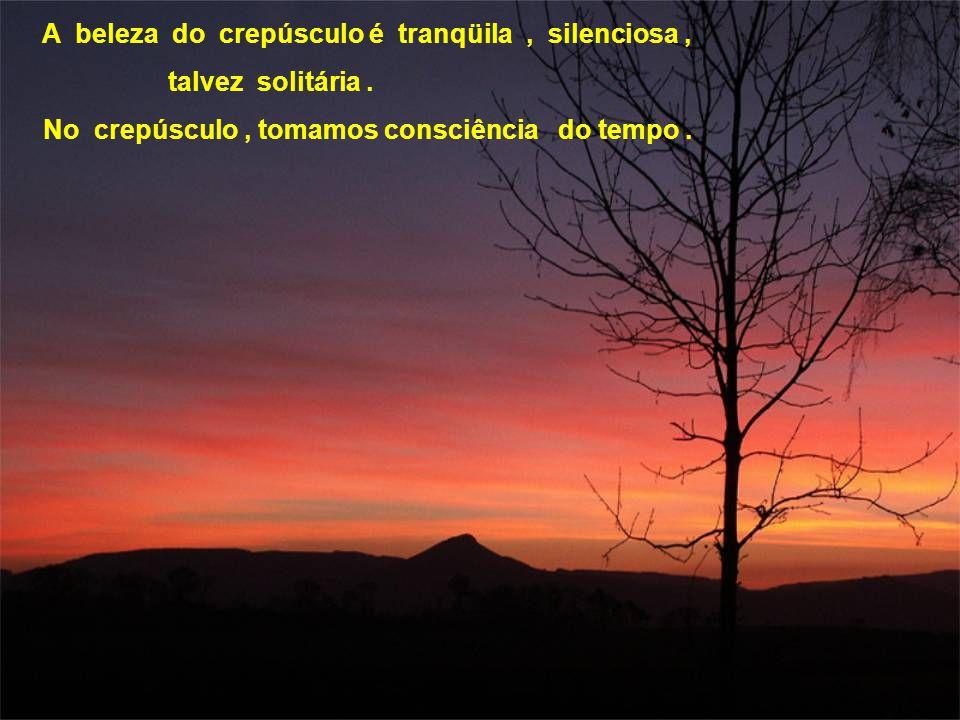 A beleza do crepúsculo é tranqüila , silenciosa ,