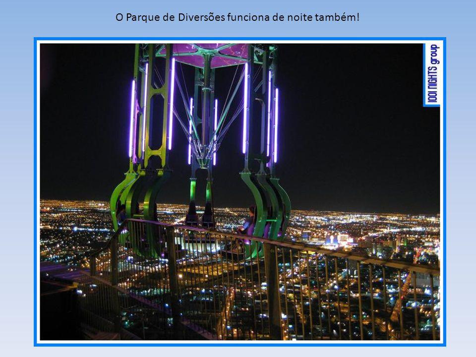 O Parque de Diversões funciona de noite também!