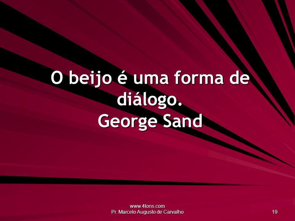 O beijo é uma forma de diálogo. George Sand