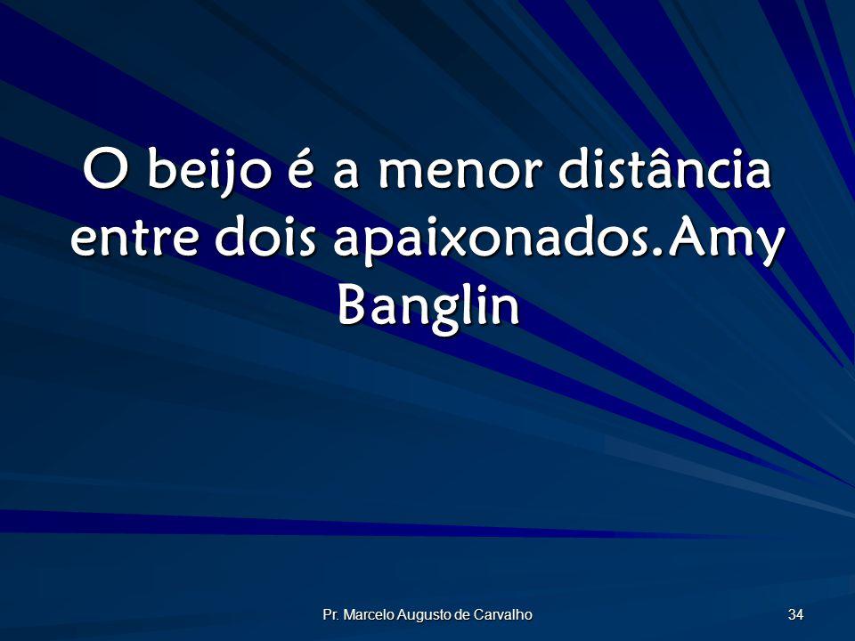 O beijo é a menor distância entre dois apaixonados. Amy Banglin