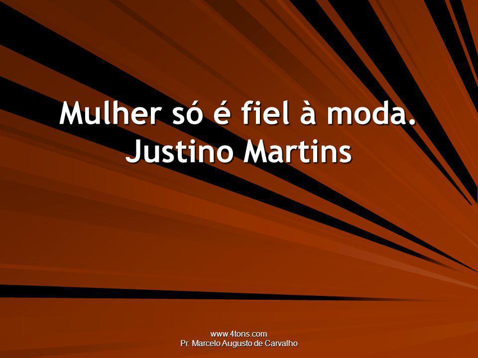Mulher só é fiel à moda. Justino Martins
