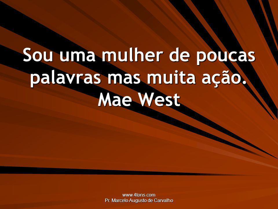 Sou uma mulher de poucas palavras mas muita ação. Mae West