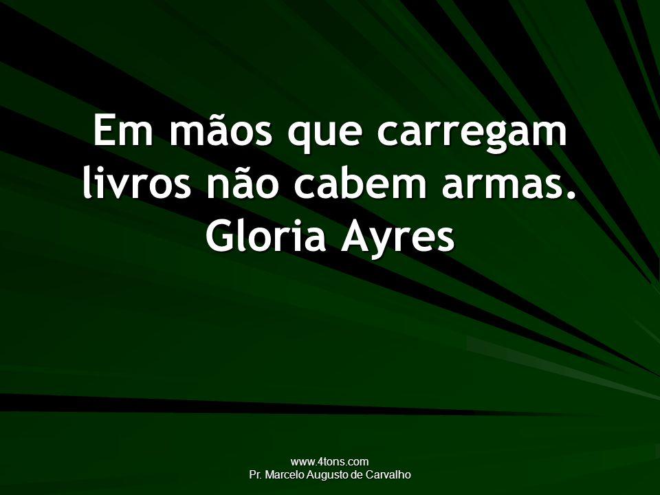 Em mãos que carregam livros não cabem armas. Gloria Ayres