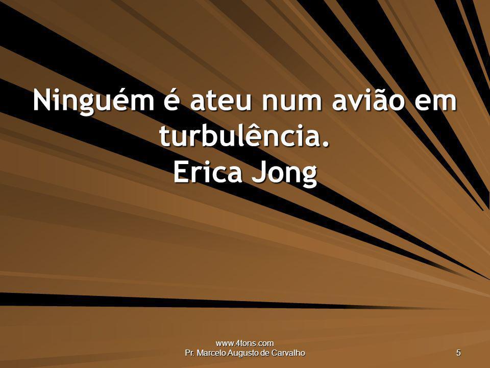 Ninguém é ateu num avião em turbulência. Erica Jong