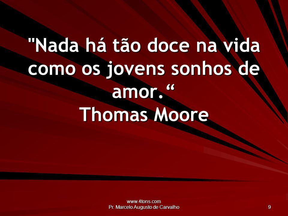 Nada há tão doce na vida como os jovens sonhos de amor. Thomas Moore