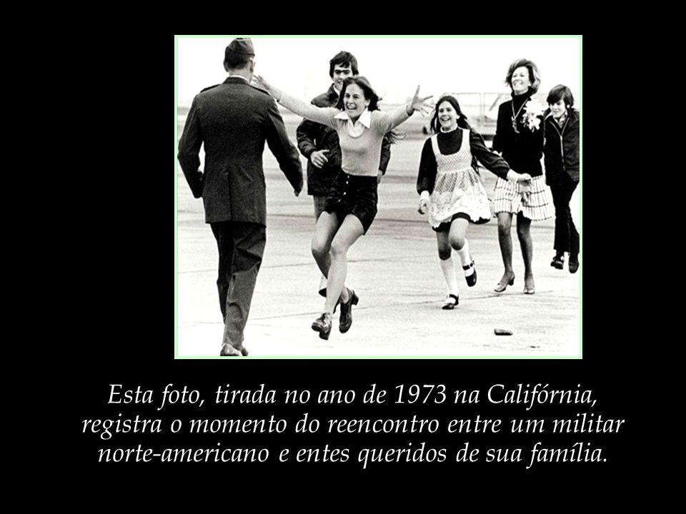 Esta foto, tirada no ano de 1973 na Califórnia,