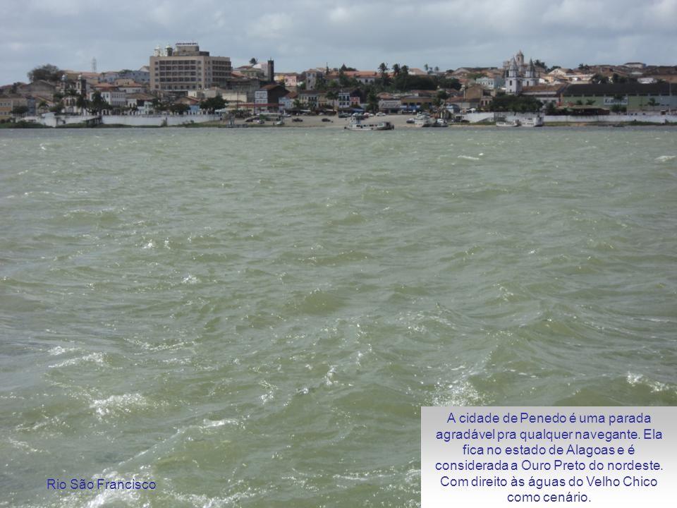 A cidade de Penedo é uma parada agradável pra qualquer navegante