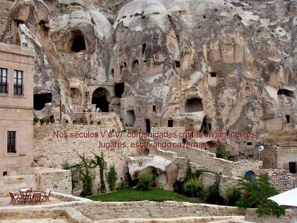 Nos séculos V e VI comunidades cristãs viviam nestes lugares, escavando cavernas.