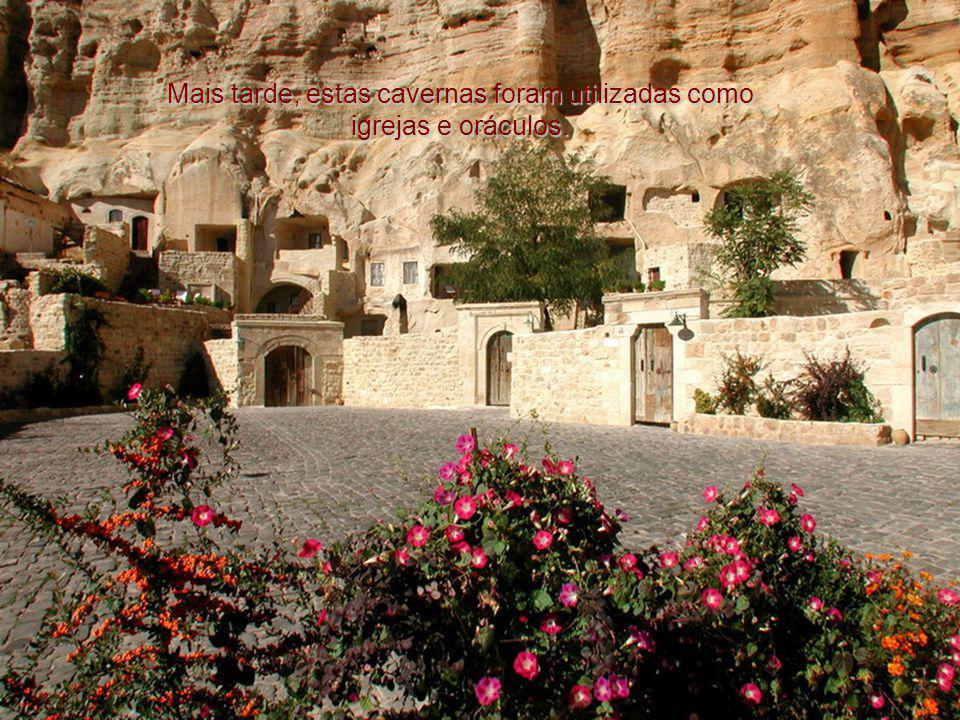 Mais tarde, estas cavernas foram utilizadas como igrejas e oráculos.
